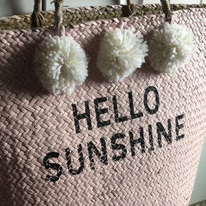 Handbags - ☀️Hello Sunshine Straw Tote